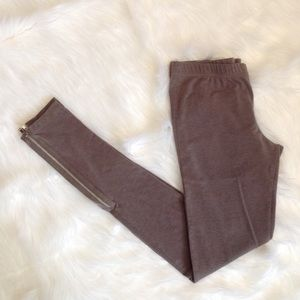 Gray leggings with zipper detail